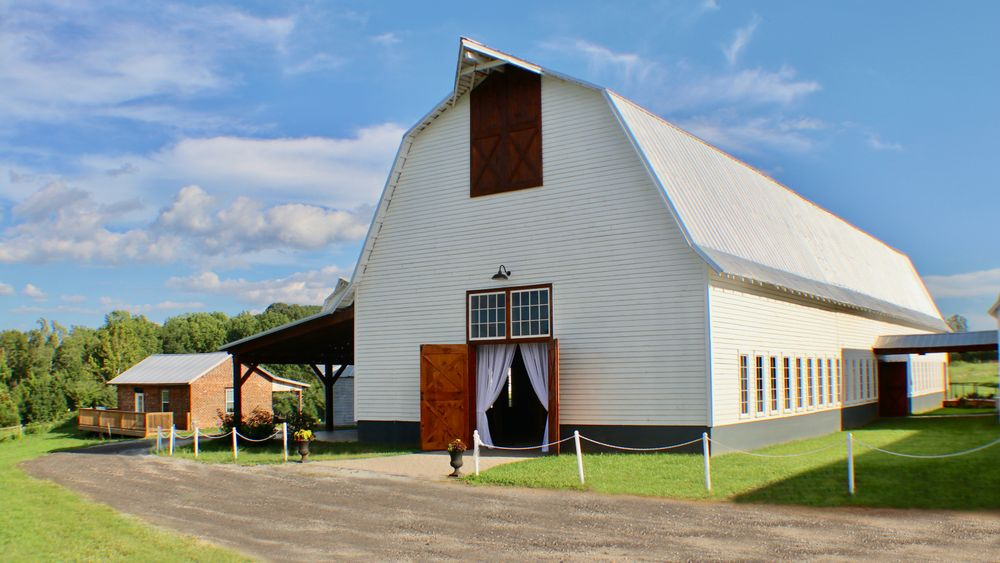 Willoughby Event Barn and Groom's Quarters. Photo by: Etroanime Photography